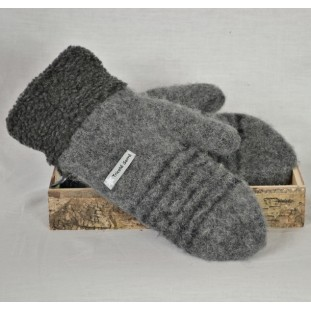 Charcoal and black wool mittens with berbere