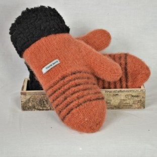 Rust and black wool mittens with berbere