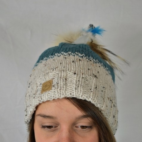 Toque : white tweed and steel blue