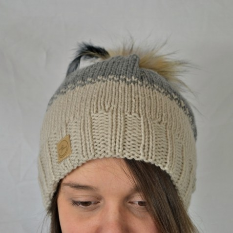 Toque : beige and grey