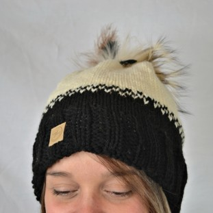 Toque : black and egg shell