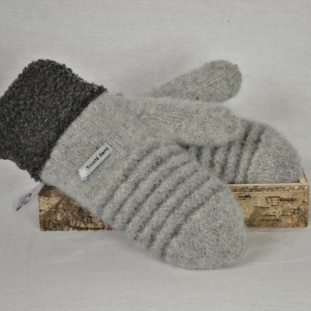 Pale grey and charcoal wool mittens with berbere